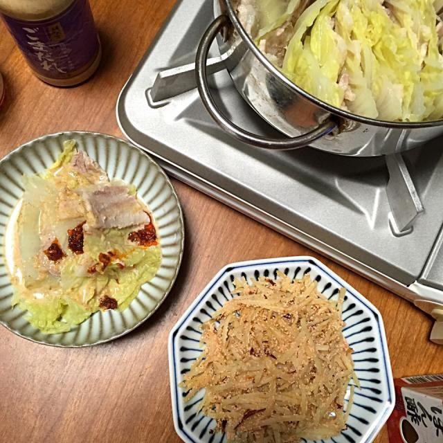 手抜きな晩御飯。白菜と豚バラのミルフィーユ鍋、明太子とジャガイモの炒め物。 - 11件のもぐもぐ - 献立2015.2.27 by lottarosie
