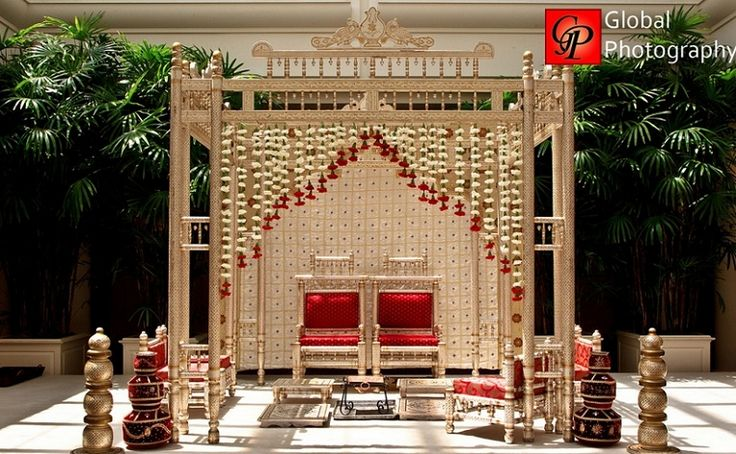 really dig this mandap!  simple and elegant...Shaadi Belles : South Asian Wedding Inspiration | Indian wedding | Pakistani wedding | Indian wedding vendors