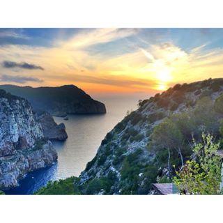 #sunset on another #beautiful #adventure #Ibiza #bonita #sol I highly recommend @haciendanaxamena #portosanmiguel