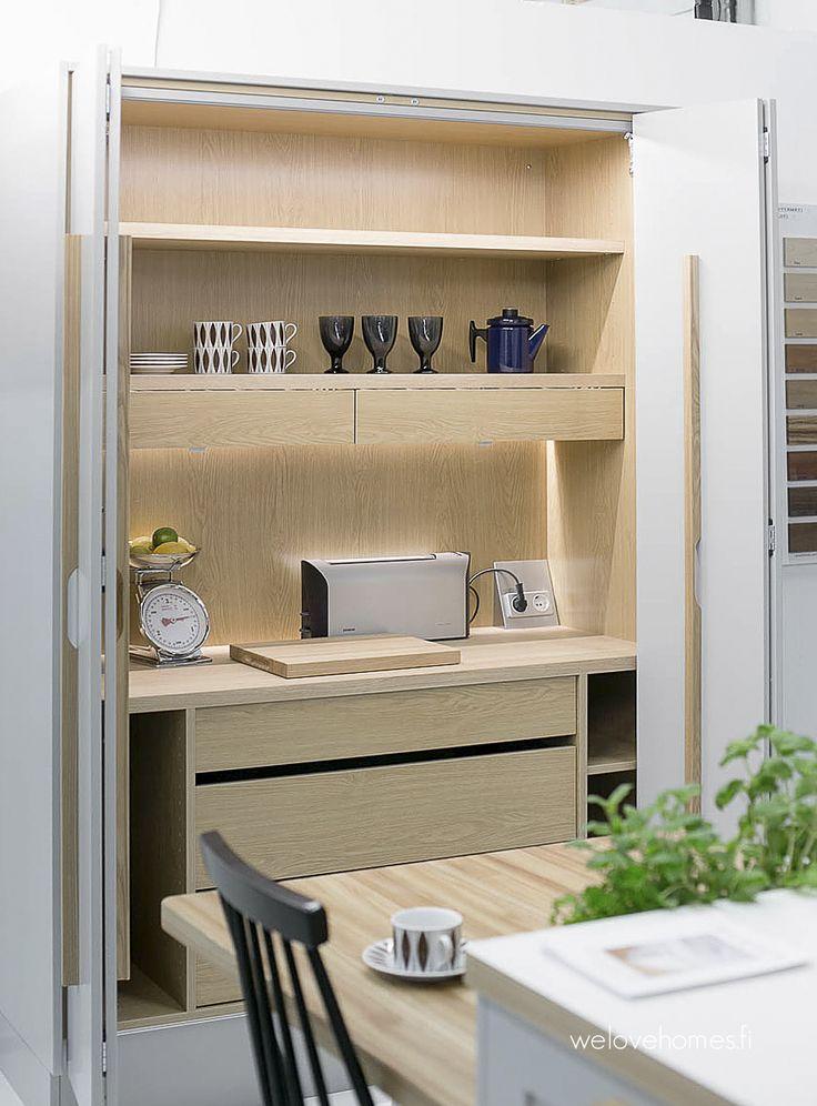 Finnish kitchen... Oivallinen keittiönkaappi, ovi kiinni ja avot...
