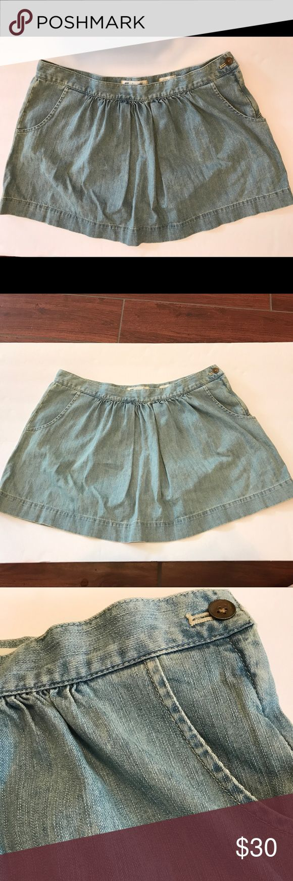 "New Madewell Denim Chambray Miniskirt with pockets Adorable Madewell Chambray miniskirt, new with tags! Original price tag is $40.00. 100% cotton and machine washable. Approximate measurements are: waist 33"", length 14.5"". Has zipper and button closure on the side of the skirt. Madewell Skirts Mini"