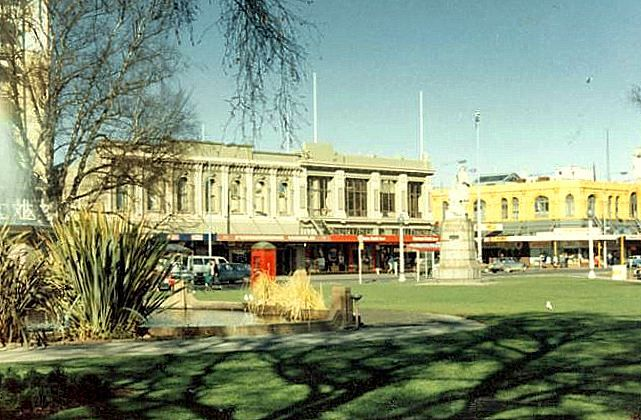 1985 showing Victoria Square, Christchurch looking towards Colombo and Armagh Street. Features shown include the Bowker Fountain and Captain Cook statue. New Zealand