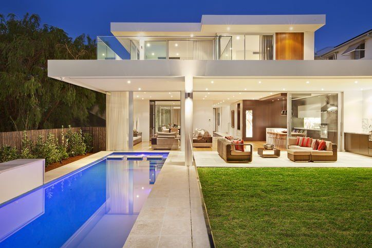 I really like the ambiance of the pool. But this house is too open. Not as comfortable as I'd like it to be.