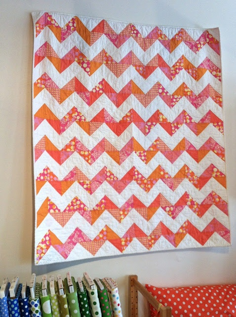 I want. I want. I want.: Quilts Inspiraton, Chevron Quilts, Quilts Inspiration, Chevron Ideas, Triangles Zig, Saw Quilts, Sewing Inspiration, Zigzag, Triangles Quilts