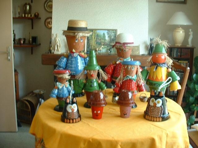 faits avec des pots en terre cuite pour décorer votre jardin  des
