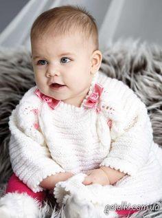 Интересное платье спицами для малышки 3-6 месяцев. Описание вязания