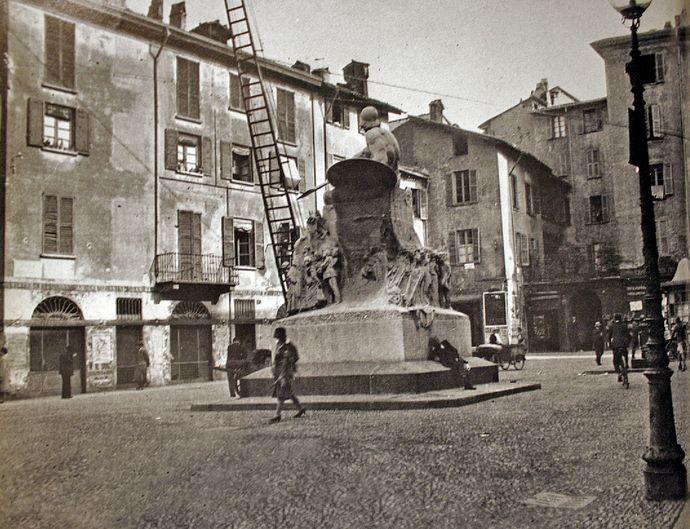 piazza della rosa: il monumento e lo scottum