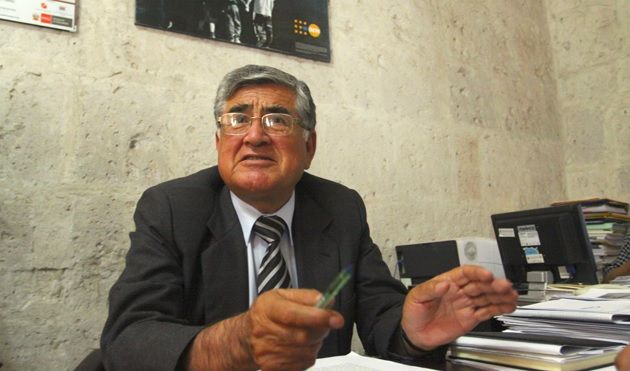 AREQUIPA. Consejero Bellido contrata personal para su colegio en oficina pública http://hbanoticias.com/6141