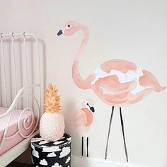 Instagram media lilipinso - Stickers flamant rose sur le mur de Suzan. On adore…