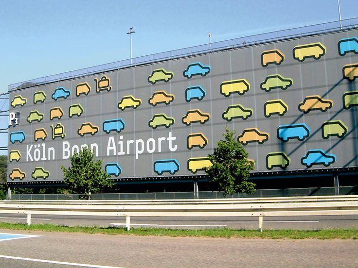 Identité visuelle  La mise en place de l'identité visuelle a pour rôle de rendre reconnaissable et unique l'aéroport au dessus de sa signature mais aussi de participer à cette juste perception de son utilité
