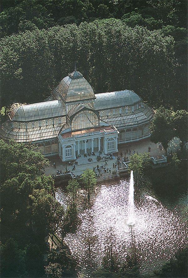 Palacio de Cristal en Parque del Retiro, Madrid, Spain