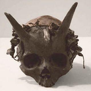 En este post hablaremos sobre los gigantes. Concretamente, de los sucesivos hallazgos de osamentas, tumbas y herramientas que parecen demostrar que, efectivamente, en la Tierra existió una antigua …