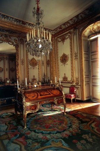 151819538-the-cabinet-in-louis-xv-small-apartments-gettyimages.jpg (337×508)