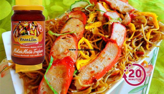 Surinaams eten – Moksie Metie Speciaal (geroosterd kip- en varkensvlees met Fa Chong en tjauw min)