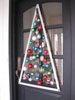 strakke kerstboom met kippengaas