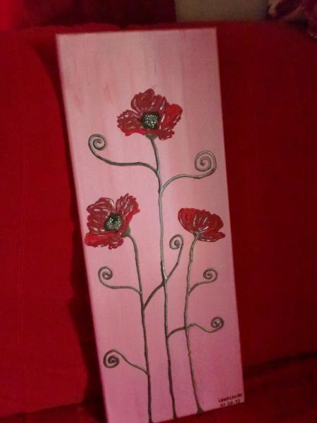 Tableau en peinture acrylique rose avec coquelicots peints avec de la peinture 3D relief ainsi que les tiges. La dimension du tableau est de 60cm sur 23cm.