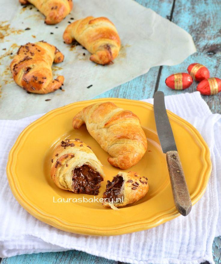 Chocolade-karamel paasei croissants - Laura's Bakery