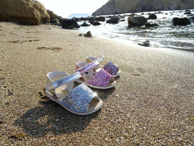 #Avarcas o #menorquinas para las #bebes princesas de la casa   En #glitter con suela de goma semi-rígida (tallaje del 18 al 22)  10€  www.calzadoinfantilbarato.com