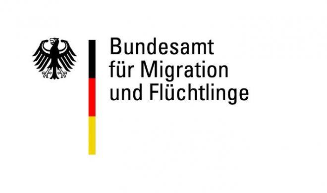 شروط اﻹقامة المفتوحة: مقال مهم لتمديد الاقامة المفتوحة في المانيا ومتطلبات تجديد الاقامة: المقال يخص اللاجئين حاملي اقامة الثلاث سنوات. هنالك حالتان:  الحالة الأولى عند انتهاء اقامتك ذات الثلاث سنوات في المانيا: + مستوى لغة C1. + شهادة دورة الاندماج والكورس السي