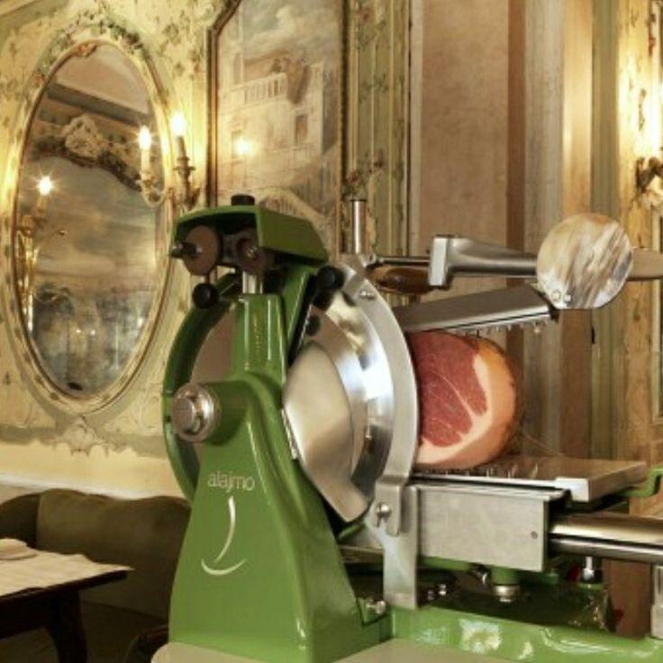 Gran Caffè Quadri...contrasti prosciutto dop e specchi antichi...