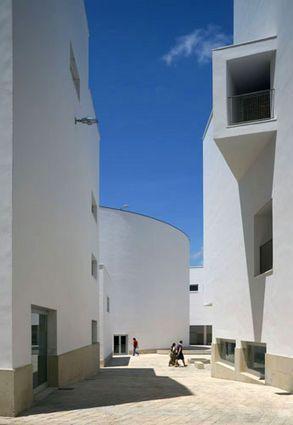 """Centro Cultural """"Manzana del Revellín"""", Ceuta por Alvaro Siza"""