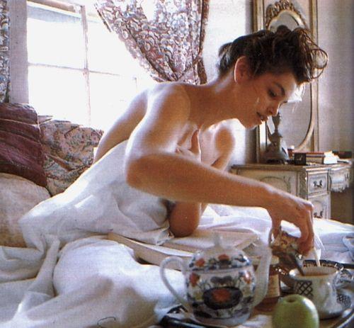 Break Morning Routine: Eat breakfast in the nude... oh la la #livelikeyouretraveling