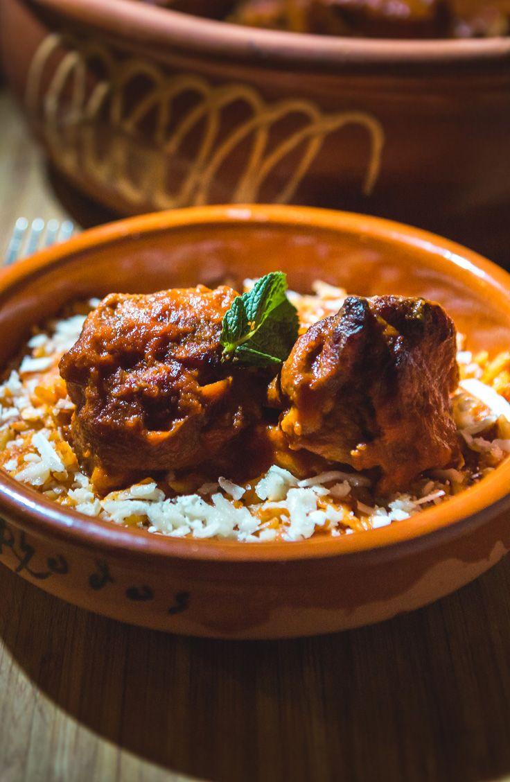 Découvrez un plat typique de la cuisine grecque : un Youvetsi d'agneau avec le chef George Mangafas de l'émission RESTO MUNDO. C'est un plat très commun que les familles grecques dégustent à chaque semaine avec un fromage particulier : le Kefalograviera!