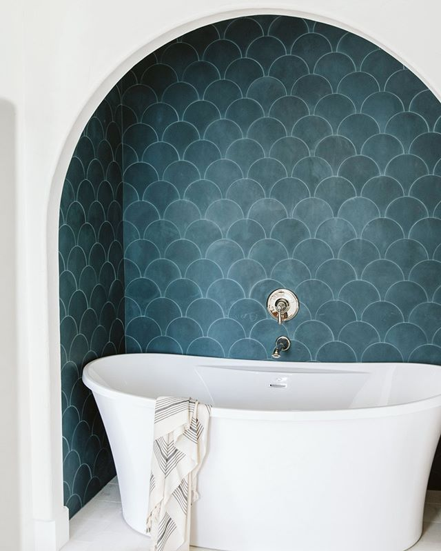 This Inset Bath Niche Is The Perfect Showcase For Our Cement Scallop Tile The Rounded Puzzle Pieces Celebrate The In 2020 Scallop Tiles Cle Tile Scallop Tile Bathroom