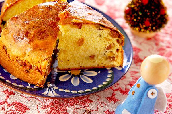クリスマスには欠かせないイタリアのパン。甘くふんわりとした食感でクリスマスケーキとしてもぴったりです。パネトーネ[ブレッド/菓子パン]2004.12.01公開のレシピです。