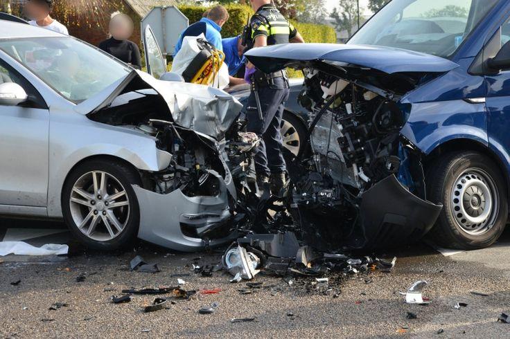 Drie gewonden bij ongeval met vier auto's in Rijsbergen - Bredaseweg, ongeval, Rijsbergen - http://wp.me/p8nLn8-bua