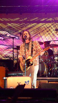 Eddie Vedder Tickets, Tour Dates 2017 & Concerts – Songkick