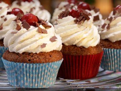 Schwarzwälder Kirsch-Cupcakes backen