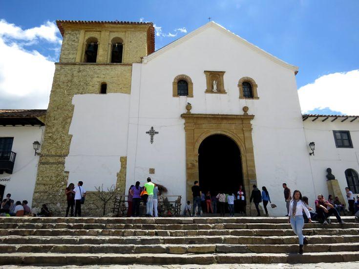2. Escalinatas y acceso a la iglesia