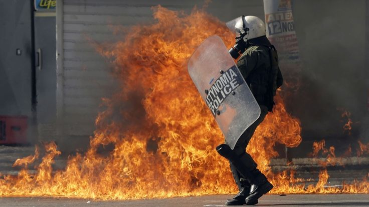 Protesters throw petrol bombs in Greece | CTV News