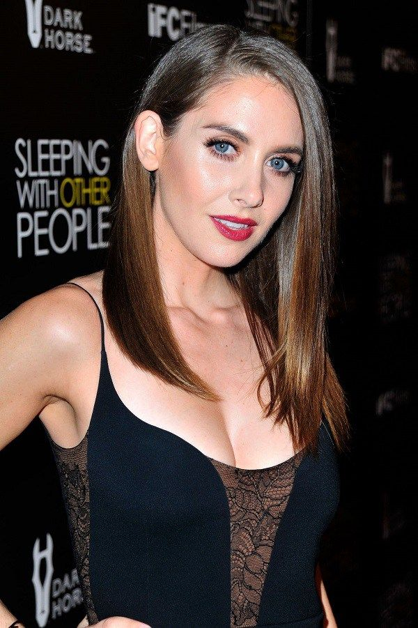 Alison Brie Height, Weight, Bra Size Body Measurements