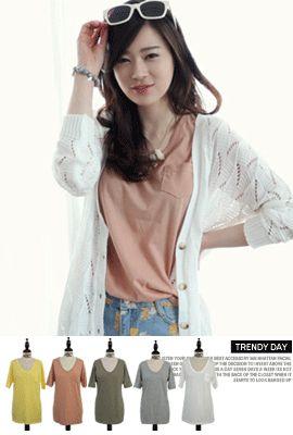 Today's Hot Pick :[VネックTシャツ]半袖VネックTシャツ【NIPONJJUYA】 http://fashionstylep.com/SFSELFAA0005167/righthjp/out 胸元にポケットが付いたヌケ感のあるTシャツです。 大きく開いたVネックでスッキリした印象に♪ シンプルでありながら女性らしさをかもし出す一枚です。 肌に優しく着心地も抜群☆ 大ぶりのネックレスやスカーフなど、小物アレンジで表情がガラリと変わるのが魅力的。 フリーサイズです。 身長によって着丈感が異なりますので下記の詳細サイズを参考にしてください。 ◆5色: アイボリー/ピンク/イエロー/カーキ/グレー