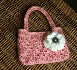 Tampa Bay Crochet: Free Easy Crochet Purse Pattern...think the clutch would be a great bridesmaid gift