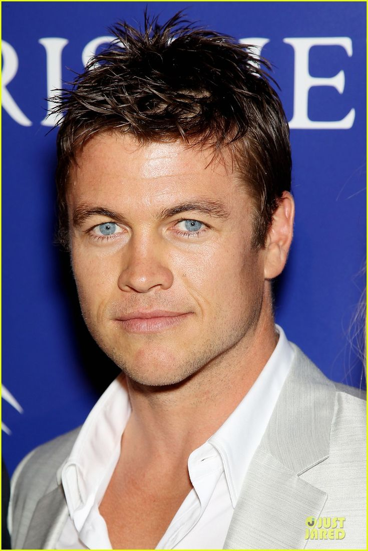 This is Luke Hemsworth, brother to Chris and Liam.  The whole family is good looking!!!