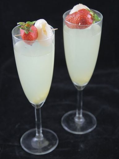 Cocktail litchi, gingembre et champagne