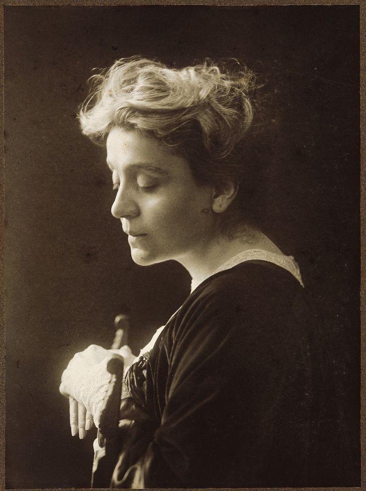 Eleonora Duse (italian actress) by Mario Nunes Vais (1905):