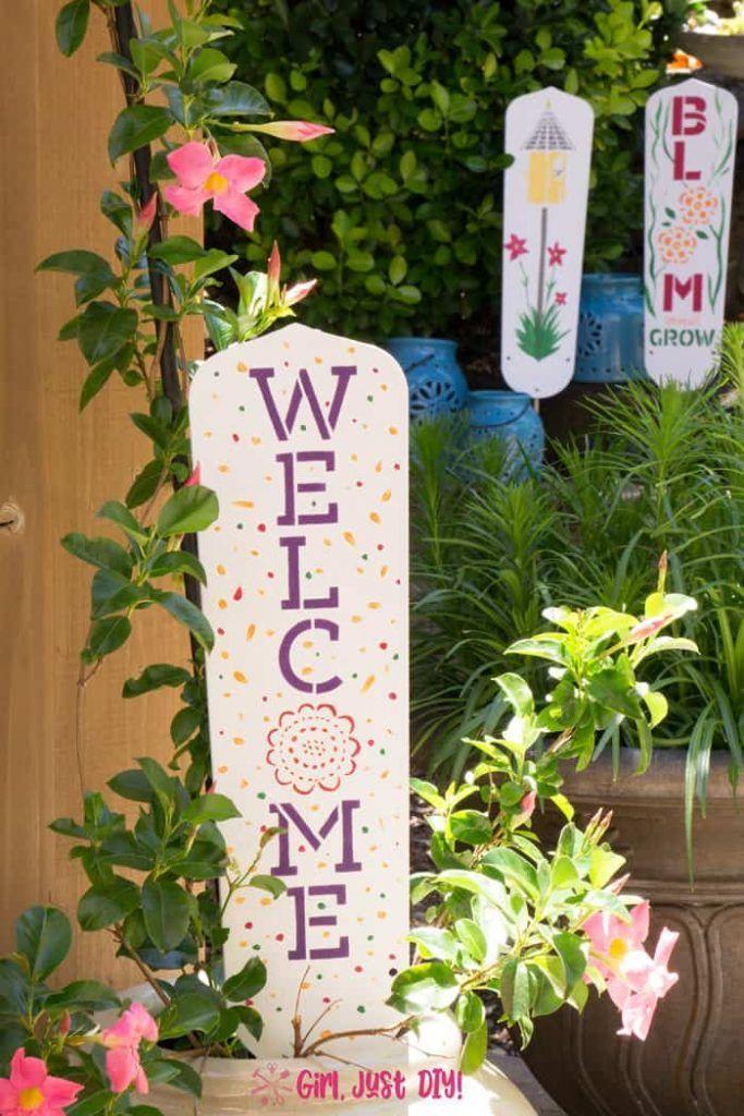 Diy Garden Signs From Fan Blades Girl Just Diy Garden Crafts Diy Garden Signs Fan Blade Art