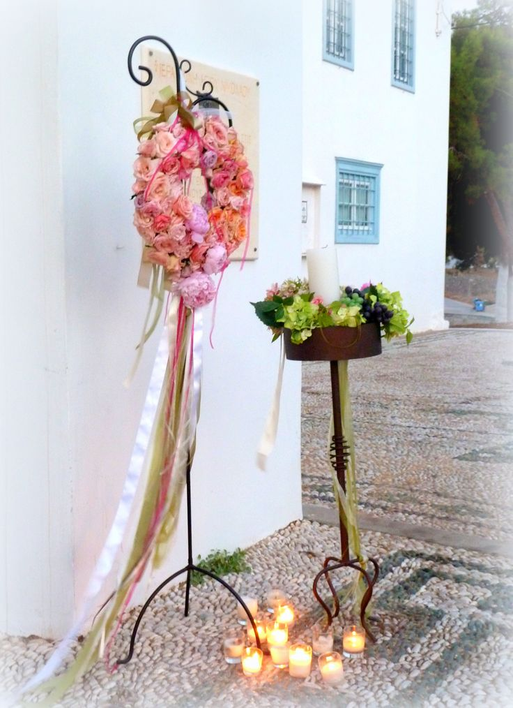 #wedding #church #ceremony #wreath #flowerwreath #spetses #greece #greekislands #weddingplanner #dreamsinstyle