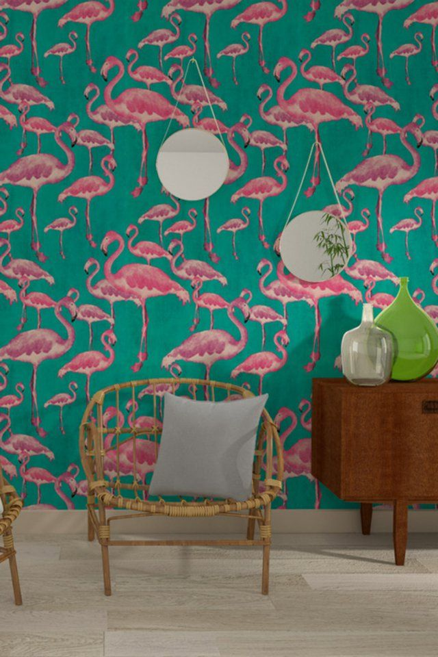 """Papier peint flamant rose """"Flamingo Beach"""", 4Murs. Totalement tendance et parfait pour l'été, ce papier peint affiche fièrement une foule de flamants rose, animaux très en vogue dans notre déco cette saison."""