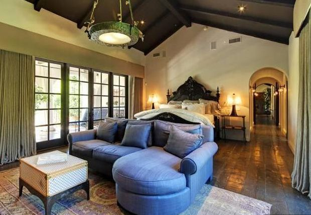 10 Romantic Celebrity Bedrooms | LuxuryHomes.com - Living