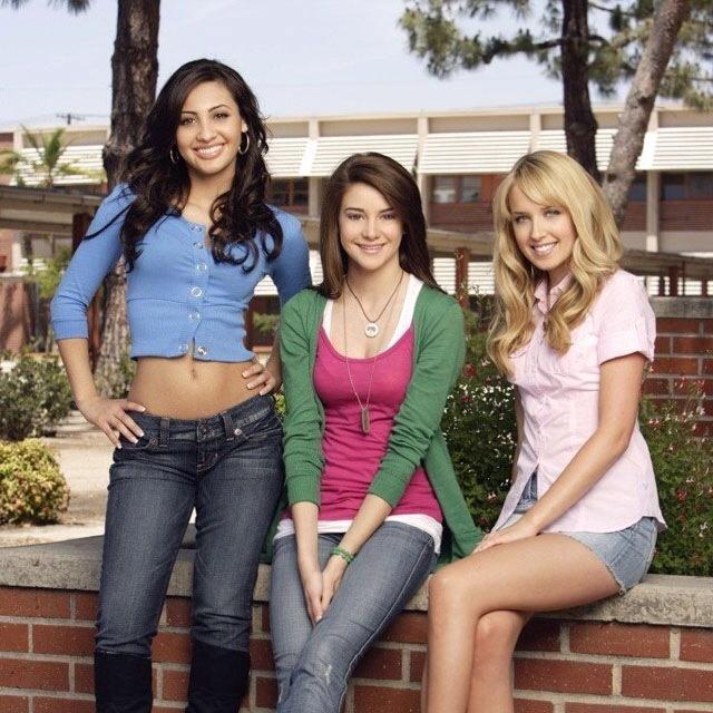 The Secret Life- Adrienne Lee (Francia Raisa), Amy Juergens (Shailene Woodley), and Grace Bowman (Megan Park)
