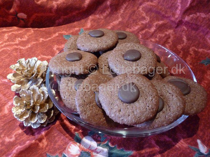Opskriften på disse jule chokoladeknas er en af de nyere opskrifter på julesmåkager, som er blevet en familiefavorit hos os.