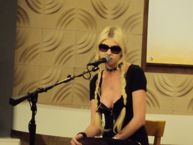 3/30/12 - #GossipGirl #TaylorMomsen stopped by Good Company with her band #PrettyReckless.  Watch their perfomance: http://www.wkyc.com/video/default.aspx?bctid=1538837565001