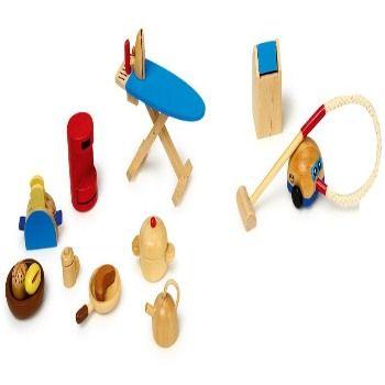 Poppenhuis huishoudelijke spullen zoals een stofzuiger, ketel, strijkplank. Allemaal van hout! Set van 12 stuks