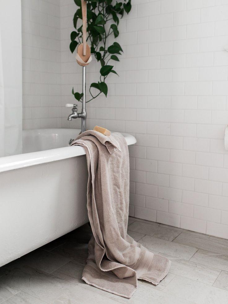 Simple claw foot tub