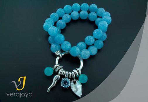 #Joyadelasemana Como venimos haciendo hace 2 semanas, aquí tenéis un collar artesanal de cuarzo azul con terminaciones y colgante en Plata de Ley rodiada! #joyas #collar #moda